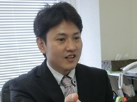 KURE事務所バストアップCIMG7636_ヨコ